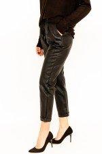 Pantaloni largi imitatie piele cu snur in talie