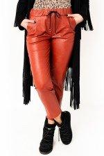 Pantaloni largi caramiziu imitatie piele cu snur reglabil si buzunare